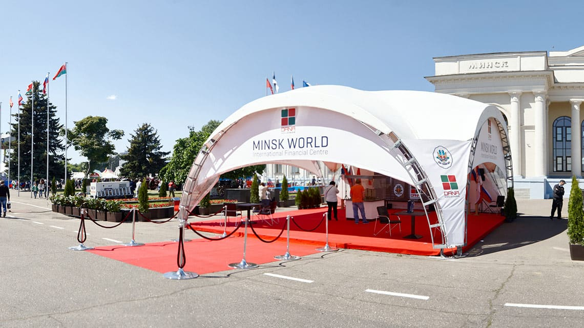 Напольное покрытие в шатре Minsk World